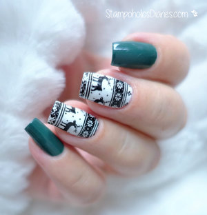 http://stampoholicsdiaries.com/2015/12/22/reindeer-sweater-pattern-nails-with-essie-essence-and-marianne-nails/