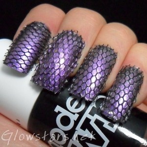 To find out more about this mani please visit http://glowstars.net/lacquer-obsession/2012/10/caught-in-a-net