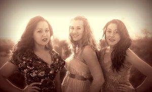 PhotoShoot: Me, Jade, & Ari.