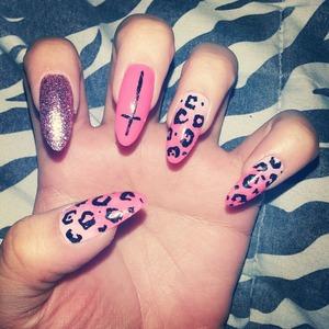 leopard, glitter, cross, gradient nail look.