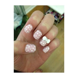 Pink and white gel nails with a bow🎀💅