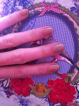 Elegantly nude nails; this is a classic. Make sure your nude shade suits your skin tone; I had some trouble finding the right one (it looks even better when my skin is not in 'winter malfunction' state). This shade is 'Basil Street'.