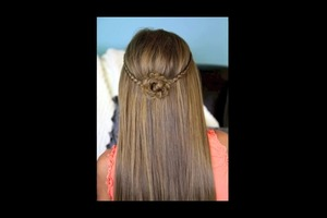 Does anyone have any other hairstyles for back to school looks?? I really need some!! 😃😃😃