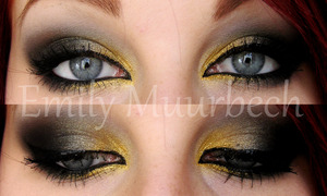 Black and gold, Perfect for you if you have blue eyes!  http://trickmetolife.blogg.se