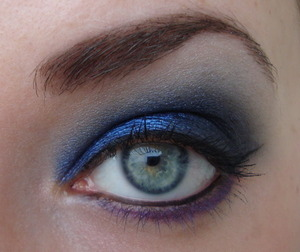 A look I made with a baked Wet 'n Wild palette, I love that blue colour!
