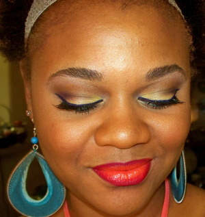 Bright colors with yellow eyelid