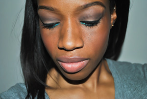 Natural Eyes With a Pop of Color