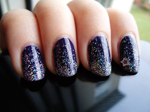 glitter gradient. i think i'll try again when my nails grow out, had to cut them down recently T^T, but i think it's cute. can't stop looking at them ^^