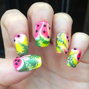 There were inspired by Chelsy G.'s beautiful Watermelon Nails I saw last week. So Summery and fresh, obviously I had to go ahead and add some rhinestones and glitter on there too haha :P  Hope you like 'em! GFx