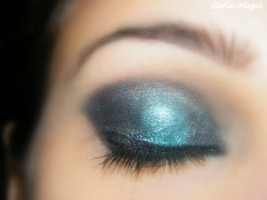 Mac painterly paint pot (primer) Nyx jumbo eyeshadow pencil in cottage cheese Using Pure Fusion Mineral Eyeshadows in Midnight on the Inner and outer corners  Blue Lagoon in the middle Ice Queen highlight Black eyeliner Black liquid eyeliner black mascara
