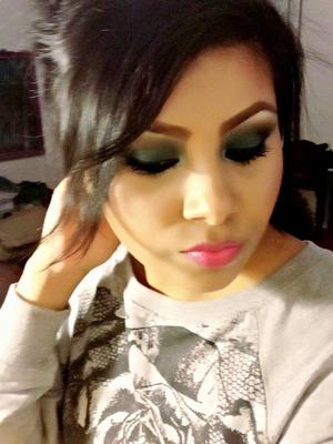 Dark green eyeshodow