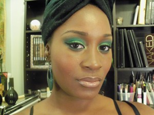 Go green with a nude lip!