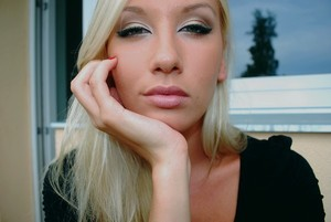 Bronze goddess make-up
