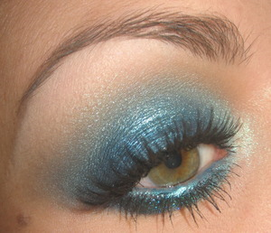 Tutorial for this look here : http://www.youtube.com/watch?v=26QwXdJs8io
