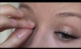 Tutorial: how to apply false eyelashes
