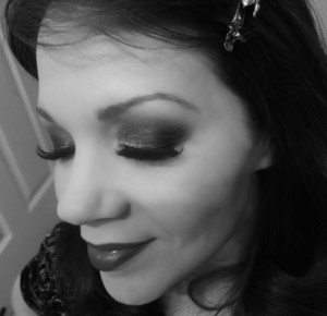 1930's Inspired Makeup using the Urban Decay Naked2 Palette