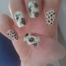Flower Nails With Dots
