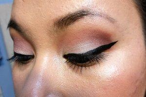 Eye look using Lorac Mega Pro Palette 2   http://ahintofbeauty.blogspot.com/2015/12/motd-lorac-mega-pro-2.html