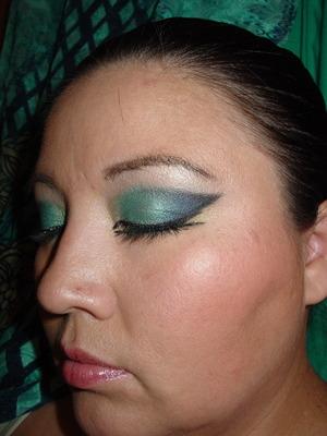 a very dramatic green blue arab makeup. http://youtu.be/0gGUTfi2x8k