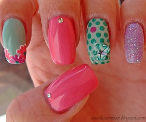Tutorial on : http://claudiacernean.blogspot.ro/2013/03/unghii-cu-punctulete-dots-nails.html