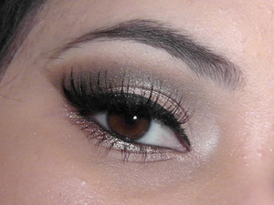Adele inspired look I did. Mostly used the naked palette and a Jesse's Girl pigment.