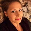 Minimal make-up with false lashes