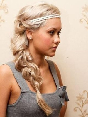 Super cute messy side braid with headband.