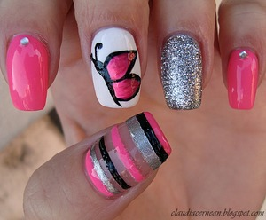 Tutorial on : http://claudiacernean.blogspot.ro/2013/03/unghii-cu-fluturas-butterfly-nails.html