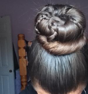 Easy bun with braids <3 luv hair <333