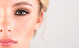 Beauty Basics: How to Apply False Lashes