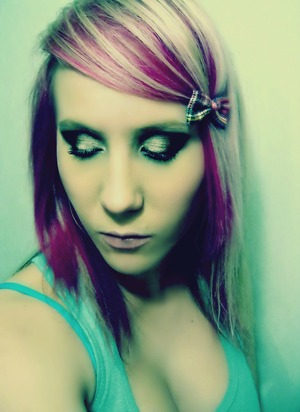 I absolutley loved my hair this colour and length. You'll see te difference in the next photo.. al chopped of and All blonde. I used to be a burnette before i went blonde and added pink! But naturally born a blonde. :/ hahaha, i like to play around!!! :)
