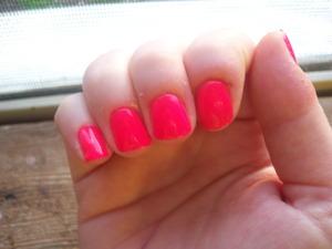 http://mindbodybeauty.blogspot.com/2012/06/18-neon-pink.html
