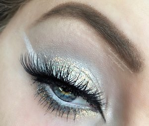 Just a bit of glitter and sharp white lines, what more could you ask for :)?  http://theyeballqueen.blogspot.com/2016/06/white-and-gold-glittery-summer-ice.html