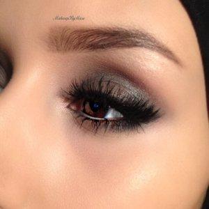 Tutorial for this on my Instagram @makeupbymiiso Motives eyeshadow in dusk and black kohl.  Mac Pro longwear eyeshadow in uninterrupted  Anastasia dip brow in dark brown