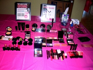 All mark makeup!!! available on my online store http://mrojas.mymarkstore.com
