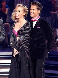 Kendra channels '40s starlet style at Dancing With The Stars