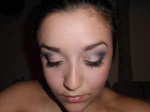 I saw this look on one of the girls on Jerseylicious and I decided to try it!