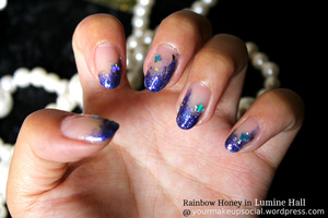 A fun, sparkly Summer look with Rainbow Honey Nail Lacquer in Lumine Hall. What do you think? :)