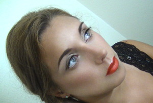 Here is the video tutorial for this look : http://www.youtube.com/watch?v=kuZVLwrenC8