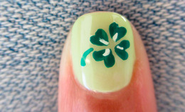 How-To: Four-Leaf Clover Mani