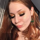Saint Patricks Day Golden Makeup Look