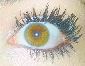 No edit; my eye looked really cool and my eyelashes looked long:)