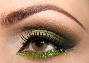 Want your eyes to attract attention on New Year's? Line the bottom lid with glitter!  If you like this one, be sure to check a live tutorial for this look on my YT channel -  http://www.youtube.com/watch?v=R9Yzbv3ubFc