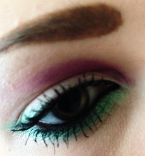 Bring out green eyes with these 2 colours. Try green along the lower lash line and a little bit of purple on the inside of the crease. I did maybe over-scouse my scouse brows this day though :s ho hum.