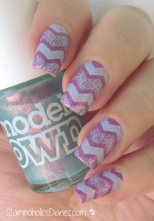http://stampoholicsdiaries.com/2015/01/19/chevron-nails-with-colour-alike-527-models-own-indian-ocean-essence-snow-alert-and-betina-b-04/