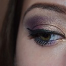 Fine purple- gold makeup