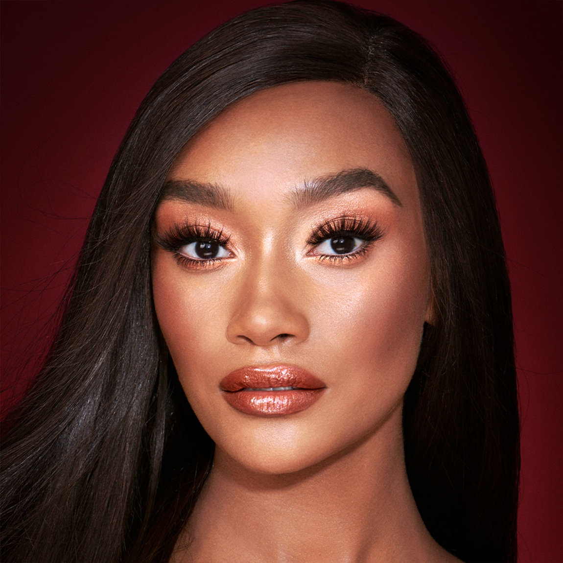 Charlotte Tilbury Get the Look The Queen Of Glow product swatch.