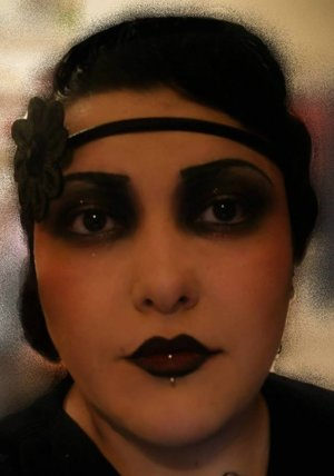 A 1920's Vintage Noir look with a touch of gold glitter