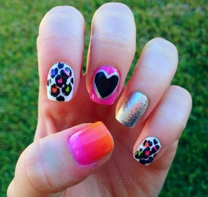 To see this nail design and more, follow me on Instagram @beautybyashley ☺💕