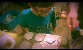 My cute brother makes cupcakes